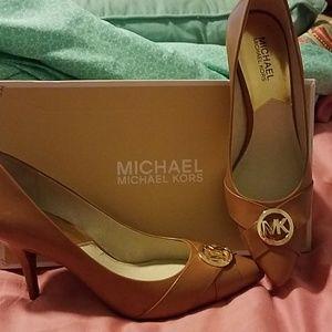 Michael Kors leather pumps size 9